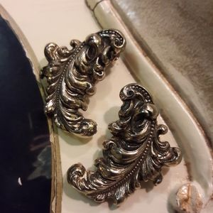 Vintage silvertone clip on earrings